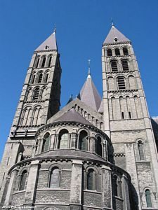 Catedral de Nuestra Seora de Tournai, una maravillosa combinacin arquitectnica